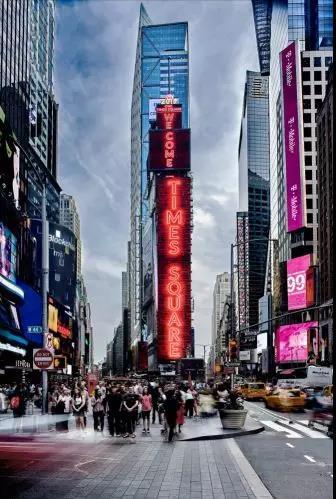 商显资讯 面积超1000平方米,三星LED大屏亮相纽约时代广场